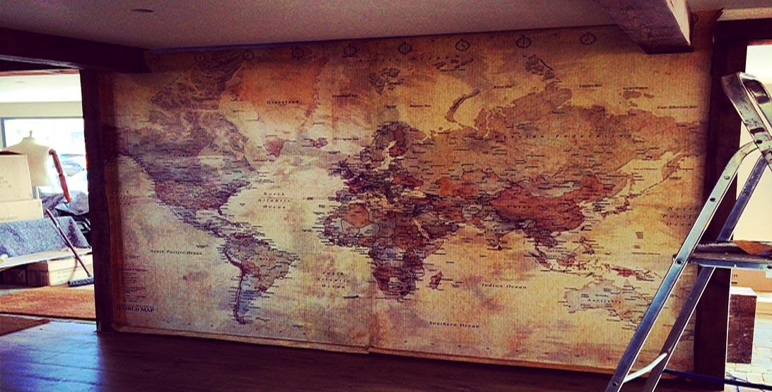 Дизайн интерьера и настенная карта
